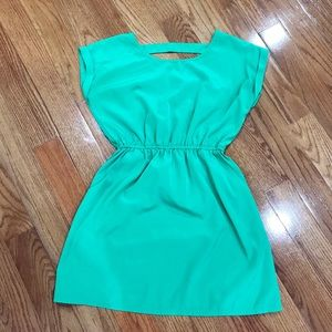 Dresses & Skirts - Green Spring/ Summer Dress